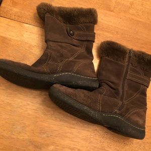 Suede boots zip up sides very nice Size 10